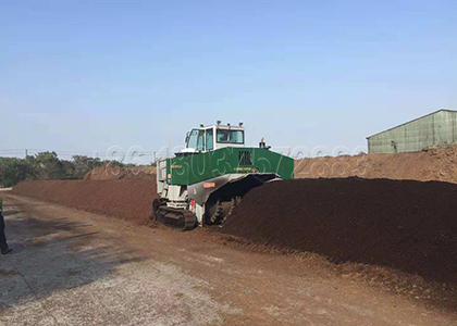 Crawler Type Compost Turning Equipment for Organic Materials Fermentation